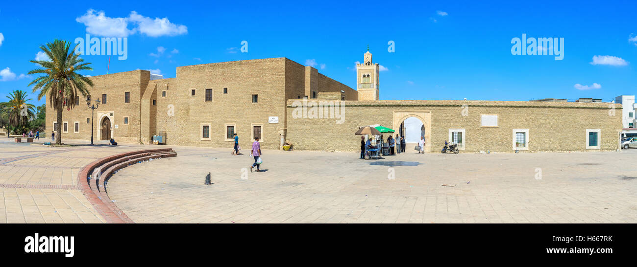 The frontage of the Barber's mosque looks like the defensive fortress, Kairouan Tunisia - Stock Image
