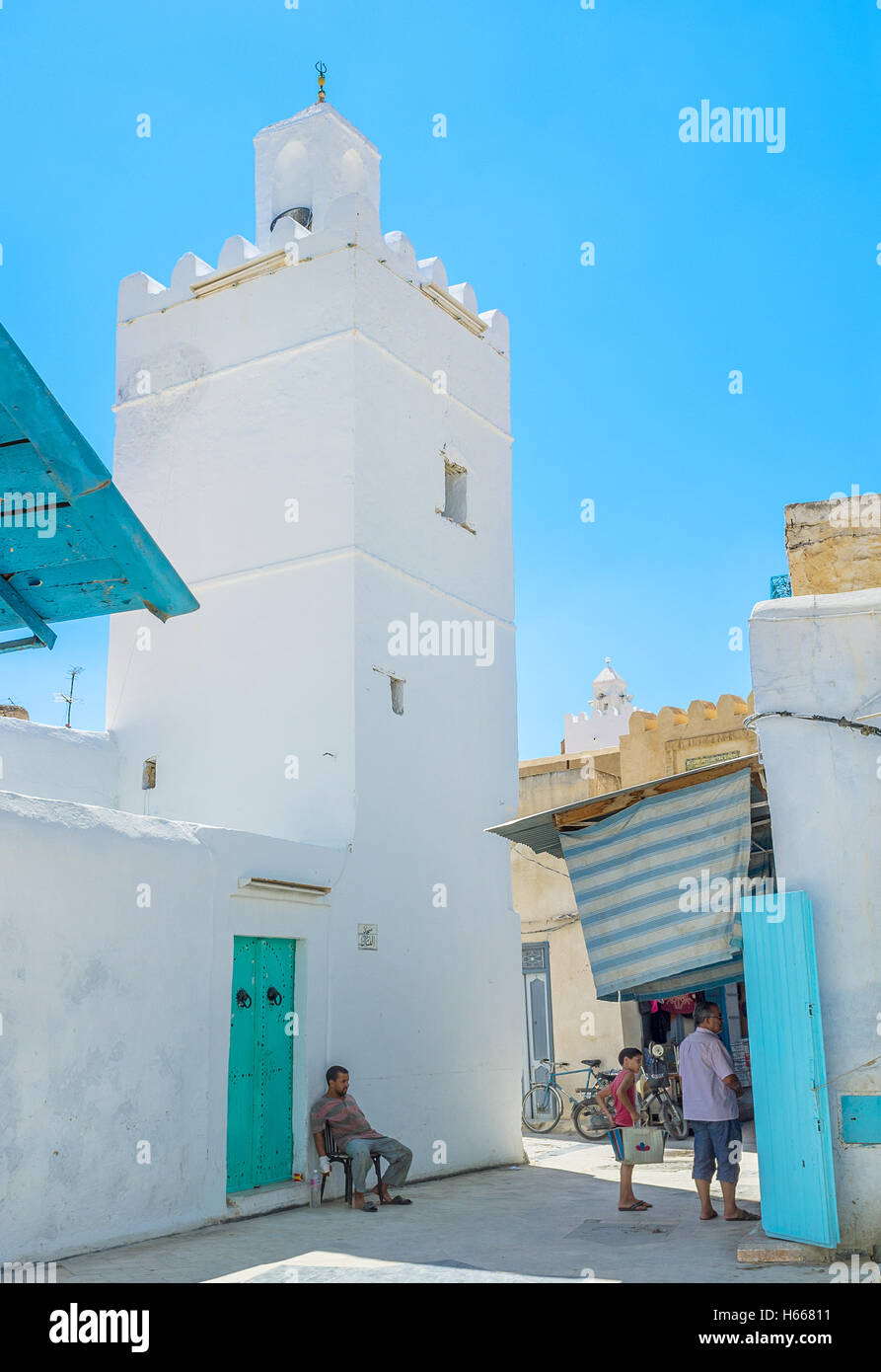 The tiny mosque on the narrow street of Medina built in the same style as residential houses - Stock Image
