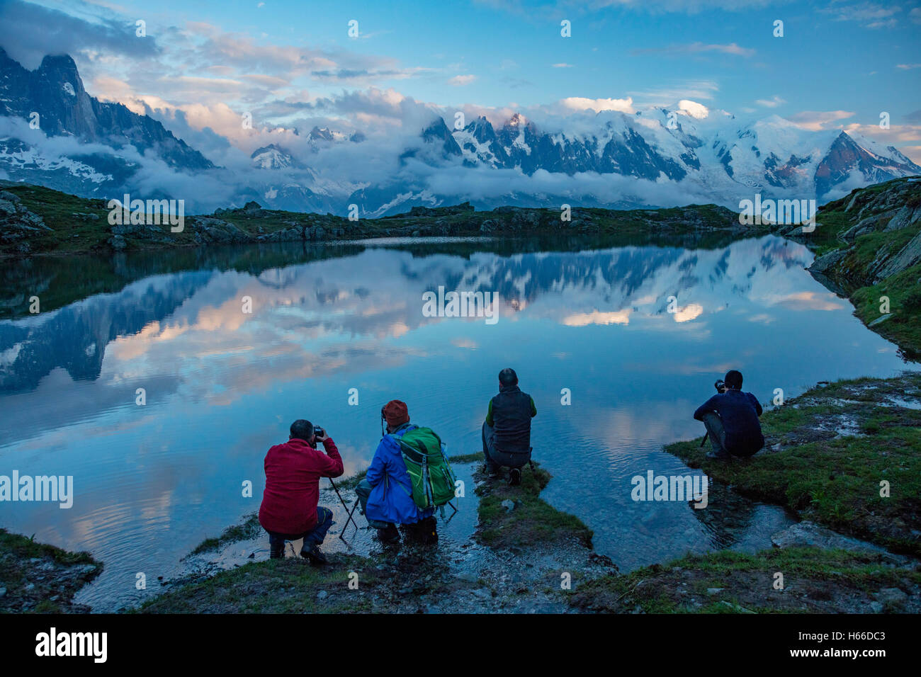 Photographers beside Lac des Cheserys, beneath the Mont Blanc massif, Chamonix Valley, French Alps, France. - Stock Image