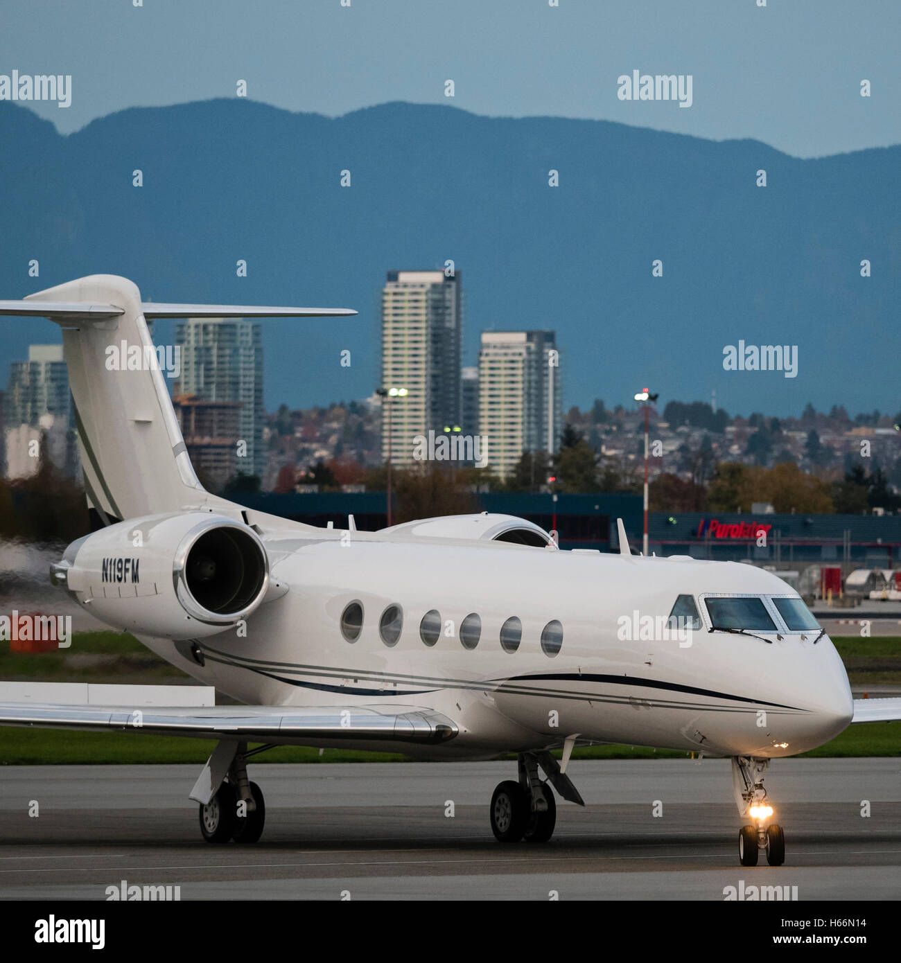 Gulfstream G-IV (N119FM) business jet waits to clear customs, south terminal, Vancouver International Airport, Canada - Stock Image