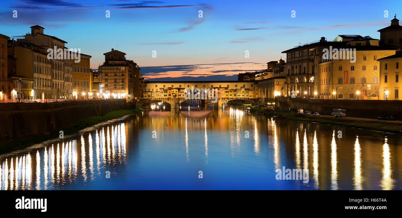 Ponte Vecchio and river Arno in Florence, Italy - Stock Image