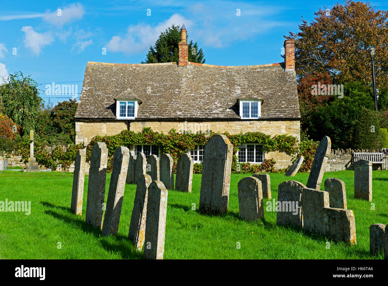Cottage overlooking the churchyard in the village of Woodnewton, Northamptonshire, England UK - Stock Image