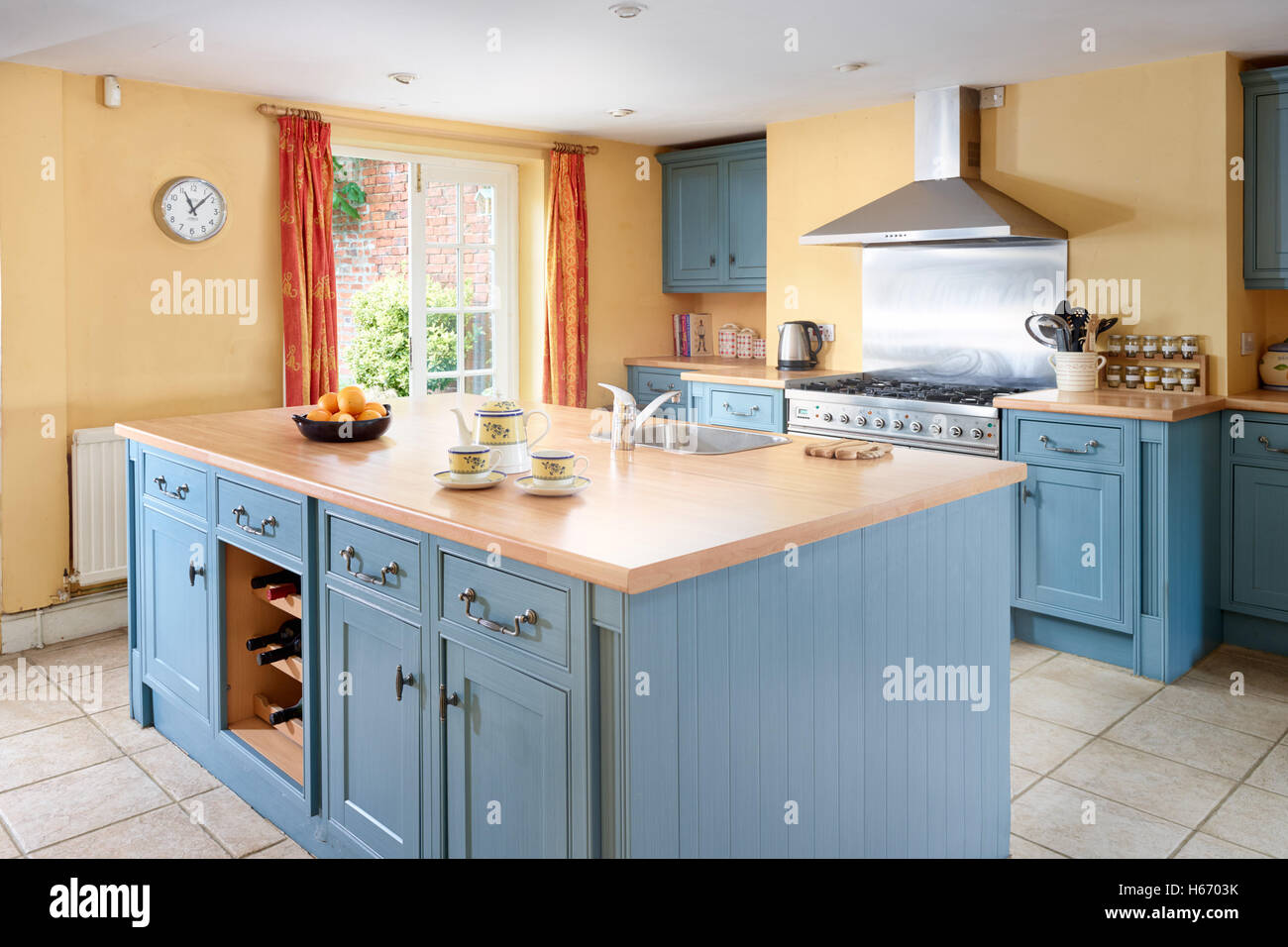 Traditional Kitchen Blue Island Stock Photos & Traditional Kitchen ...