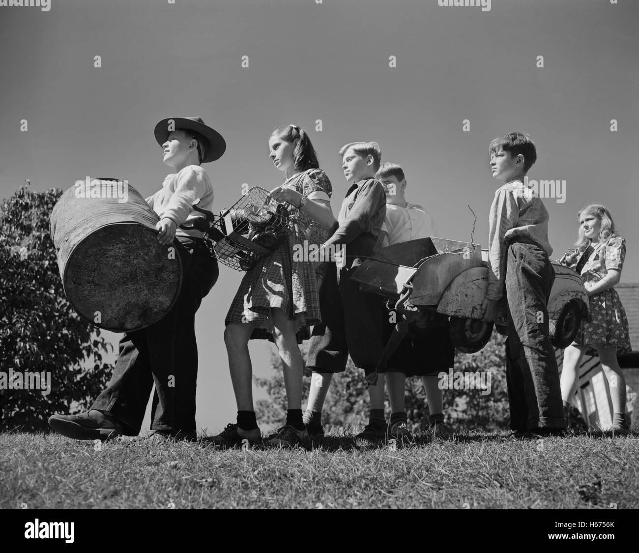 Schoolchildren Contributing to War Effort by Collecting Scrap Metal, Roanoke, Virginia, USA, Valentino Sarra, Office - Stock Image