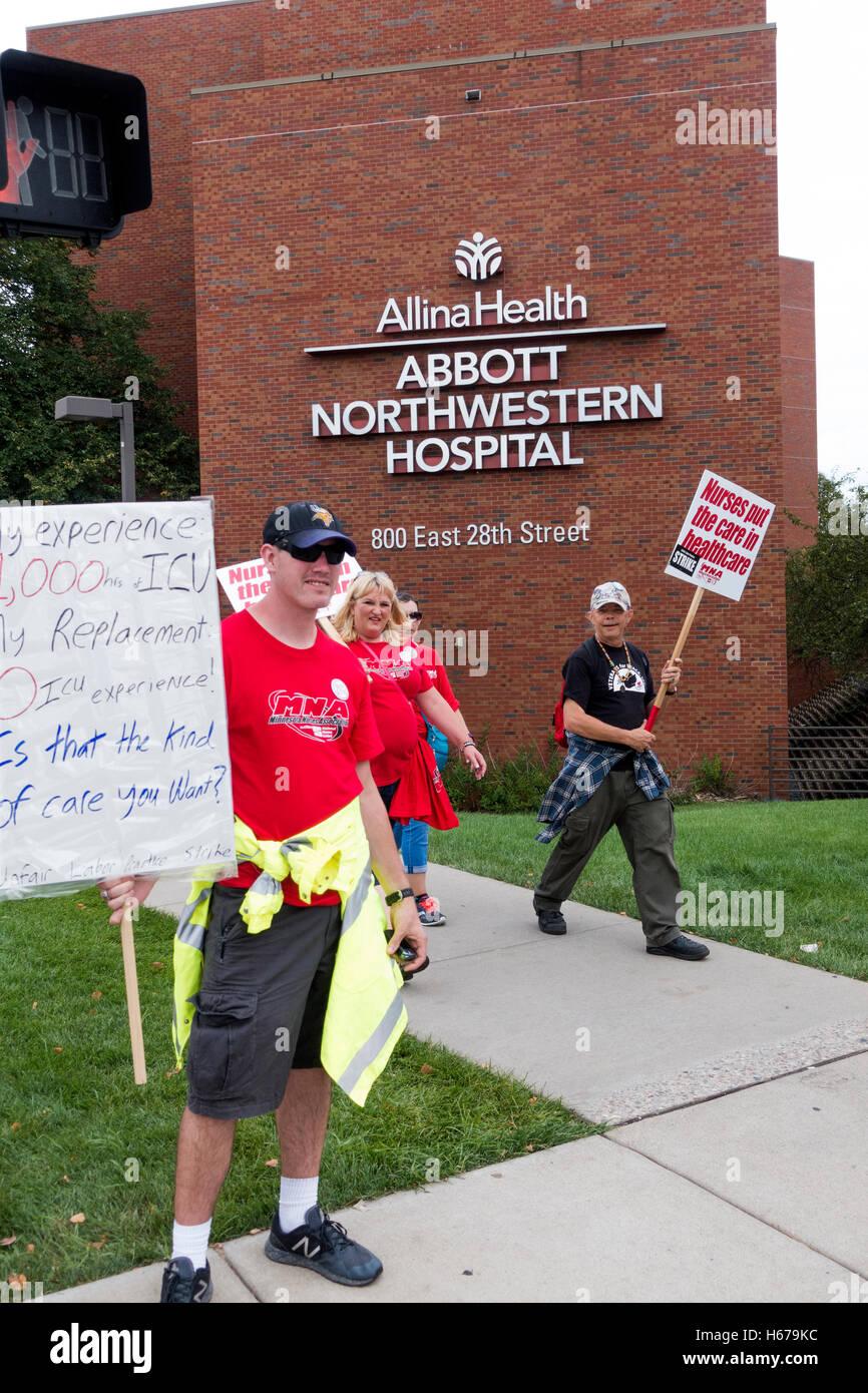 Nurses picketing at Abbot Northwestern Hospital striking Allina Health for better health benefits. Minneapolis Minnesota - Stock Image