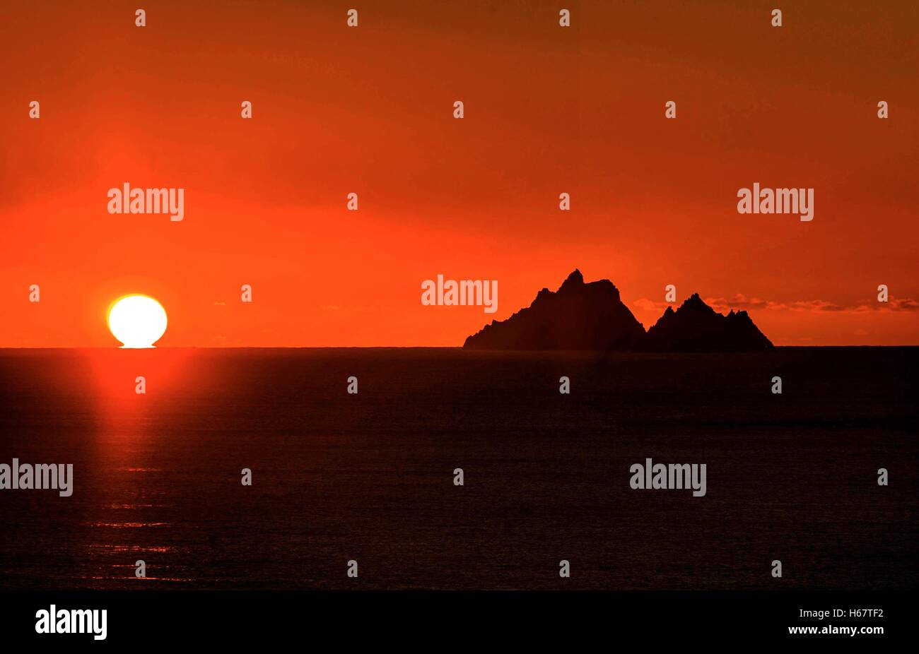 Array - the skellig ring a coastal driving route off the ring of      rh   alamy com