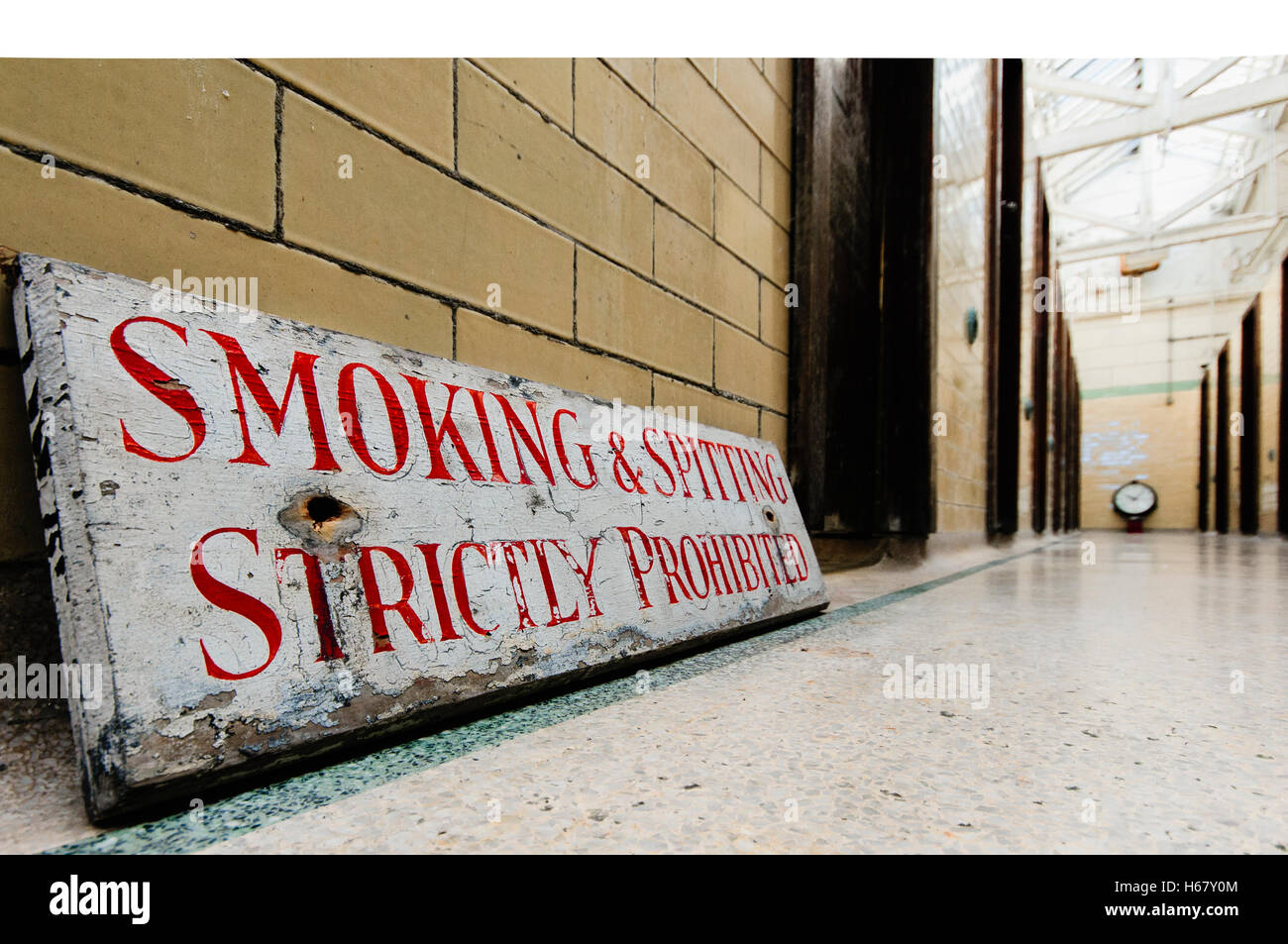 Sign in a very old public baths warning people that smoking and spitting are strictly prohibited - Stock Image