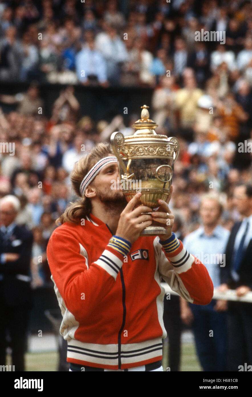Bjorn Borg kisses his fifth Wimbledon trophy after defeating John McEnroe in the 1980 final. - Stock Image