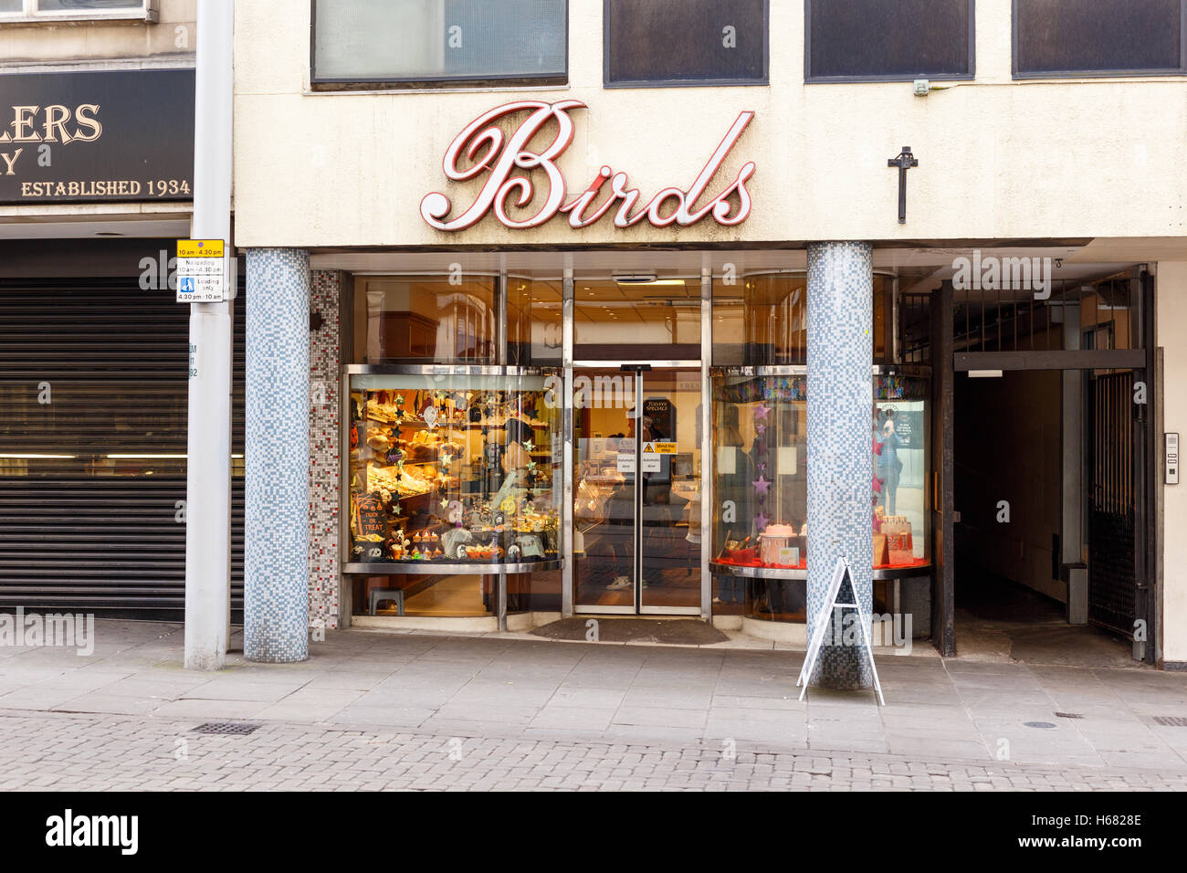 Frontage of Birds bakery shop. On The Poultry, Nottingham, England. - Stock Image