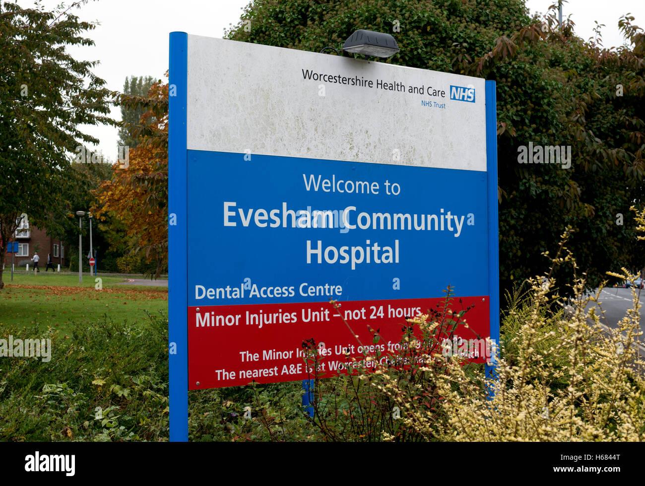 Evesham Community Hospital sign, Worcestershire, England, UK - Stock Image