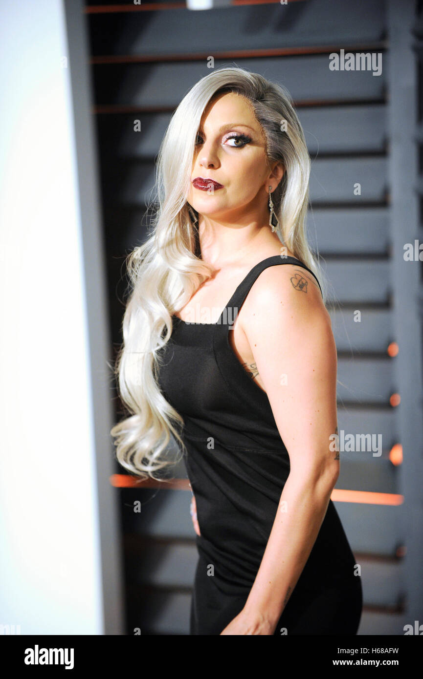 Singer Lady Gaga Attends The 2015 Vanity Fair Oscar Party Hosted By Stock Photo Alamy