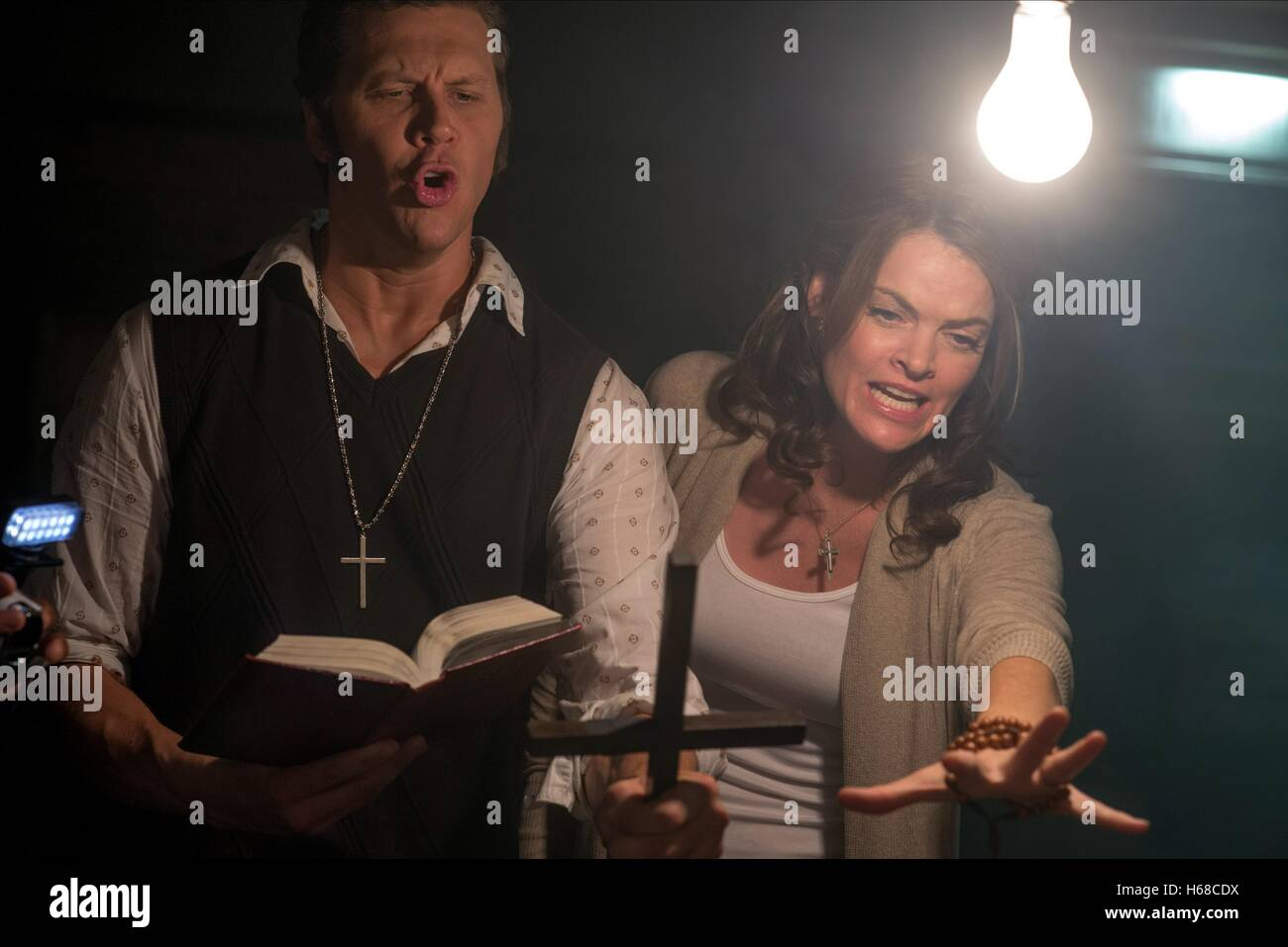 HAYES MACARTHUR & MISSI PYLE A HAUNTED HOUSE 2 (2014 Stock