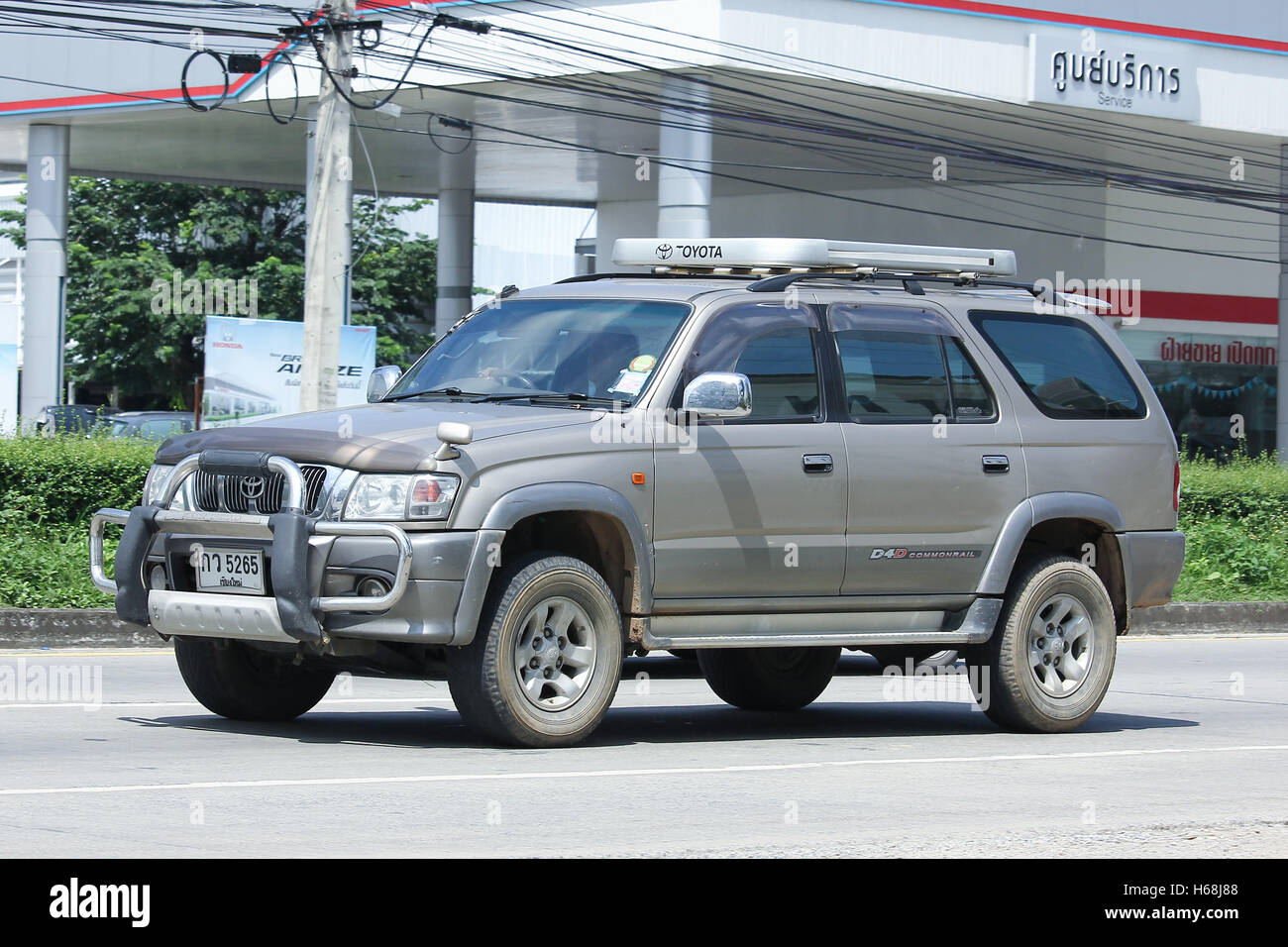 CHIANGMAI, THAILAND   OCTOBER 8 2016: Private Suv Car, Toyota Sport Rider.  On Road No.1001