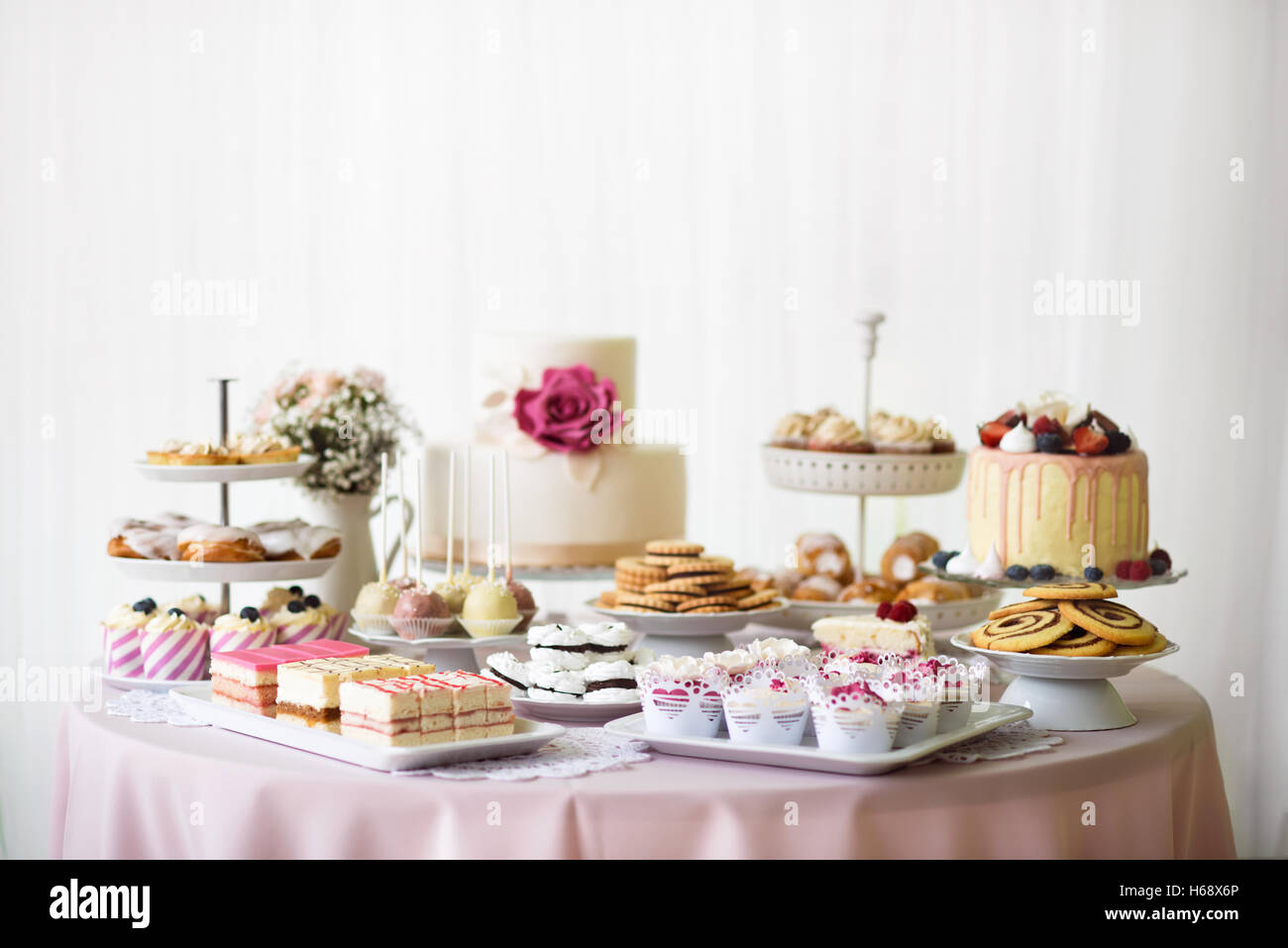 Wedding Cakes Table Stock Photos & Wedding Cakes Table Stock Images ...