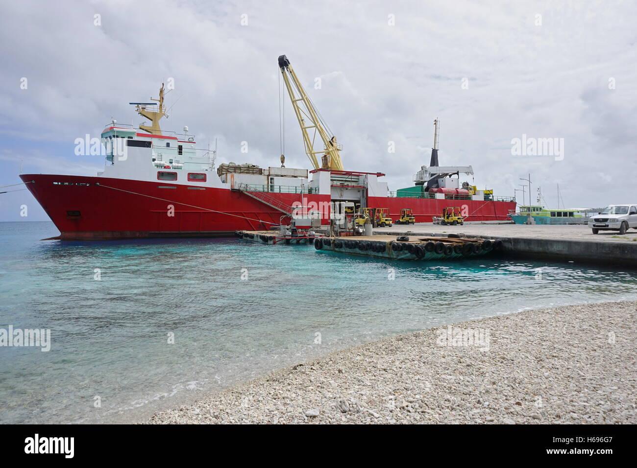 Cargo ship moored to a wharf, atoll of Rangiroa, Tuamotu archipelago, French Polynesia - Stock Image