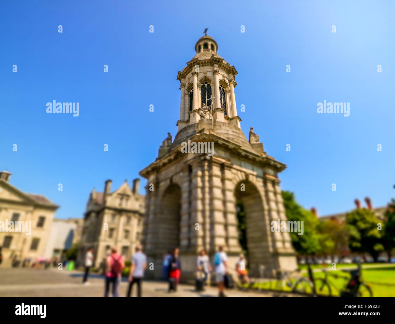 Trinity College bell tower with students going to class - Stock Image