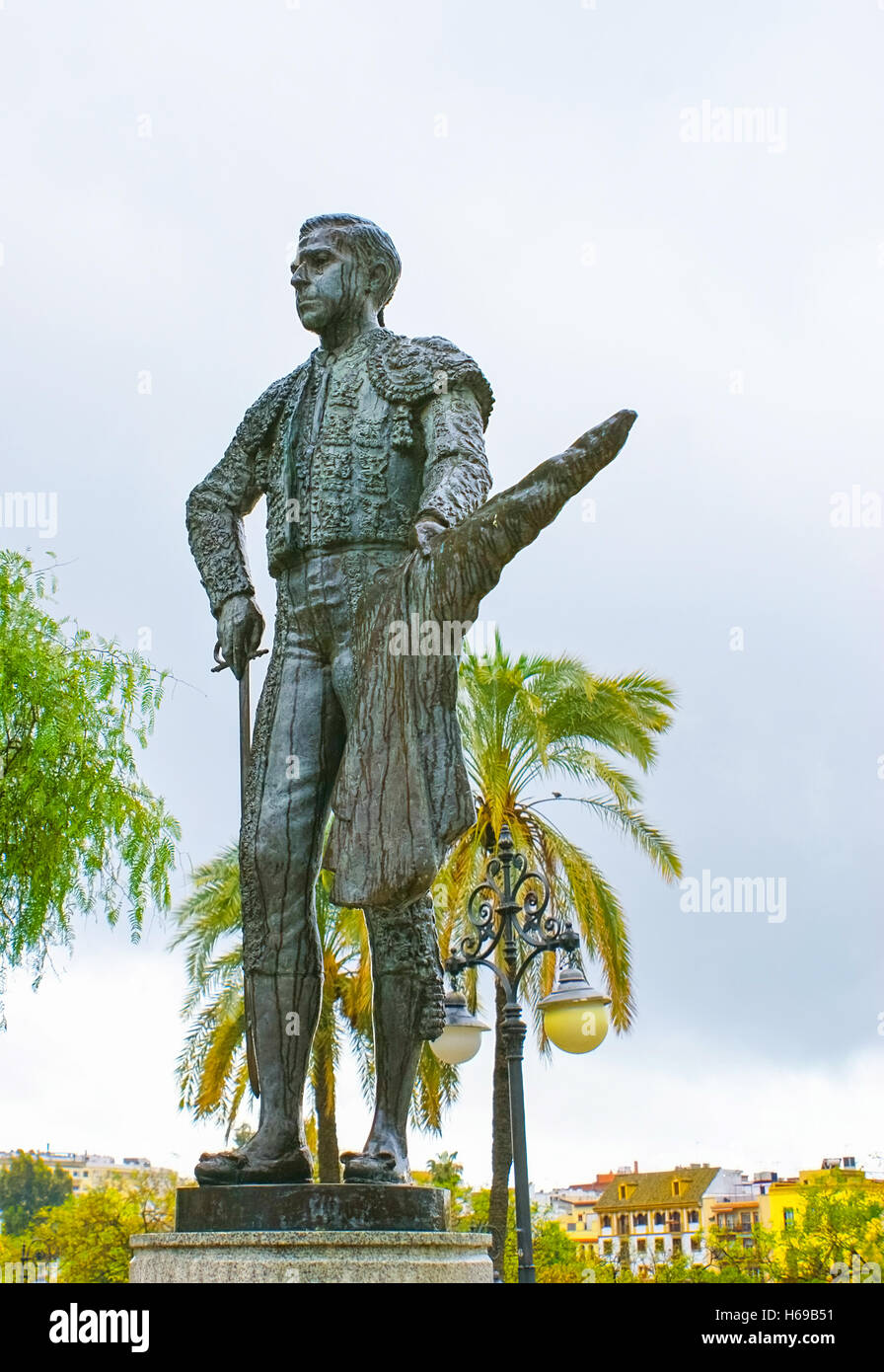 The bronzed statue of Pepe Luis Vazques was placed in front of the Plaza de Toros of the Real Maestranza - Stock Image