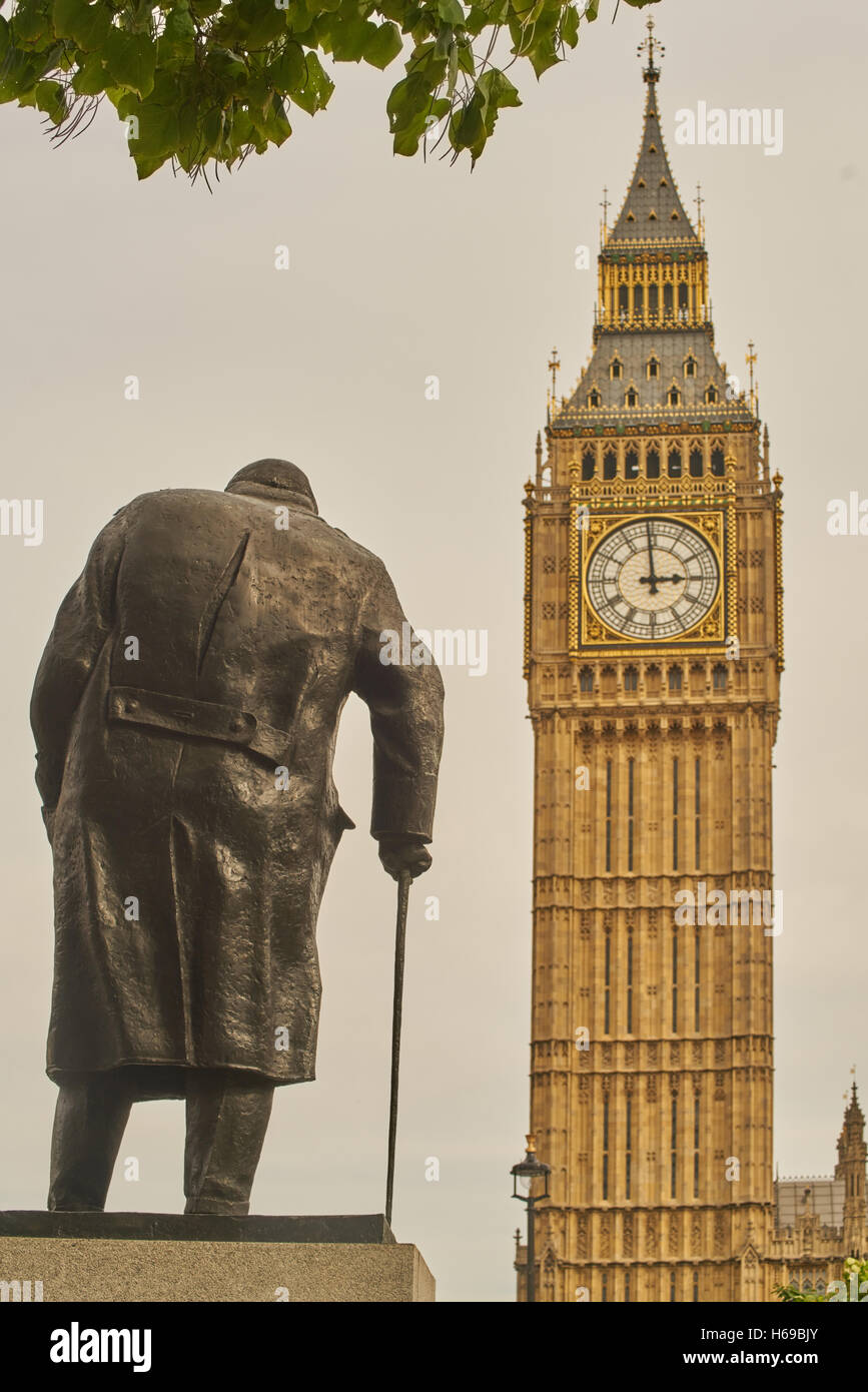 statue of Churchill, parliament Square - Stock Image