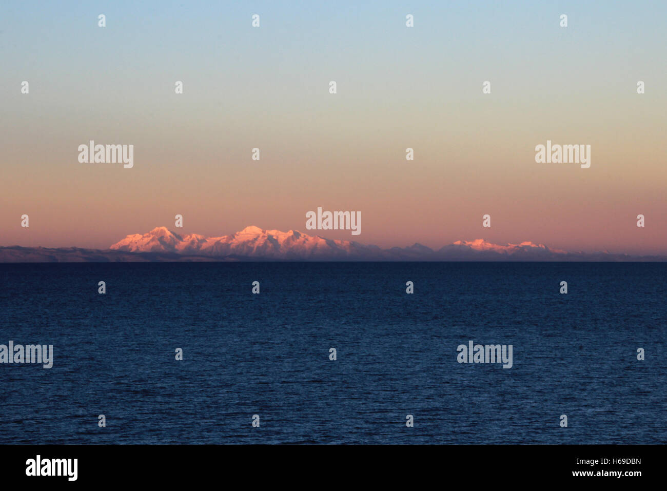Cordillera real mountain range at sunset behind Titicaca lake - Stock Image