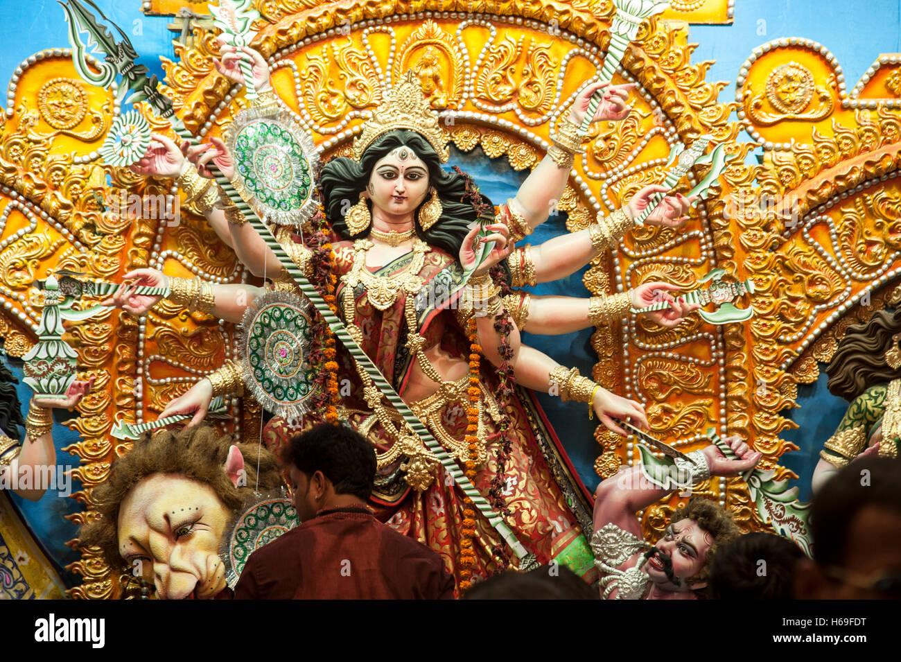 Devotees worshiping the Goddess Durga at nagar bazaar durga puja pandal  kolkata west bengal india - Stock Image