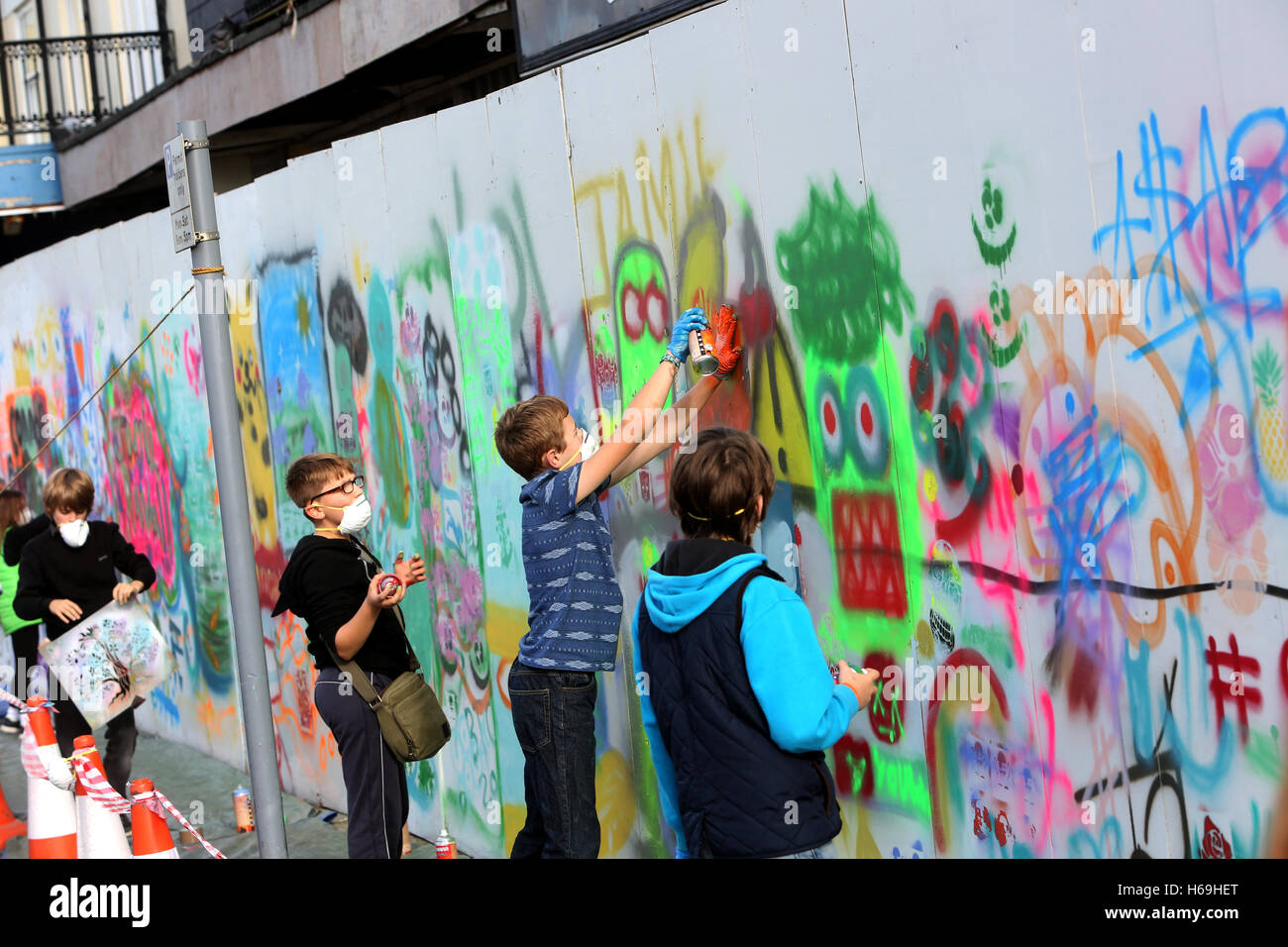 small creative project where young people can graffiti on a boarded