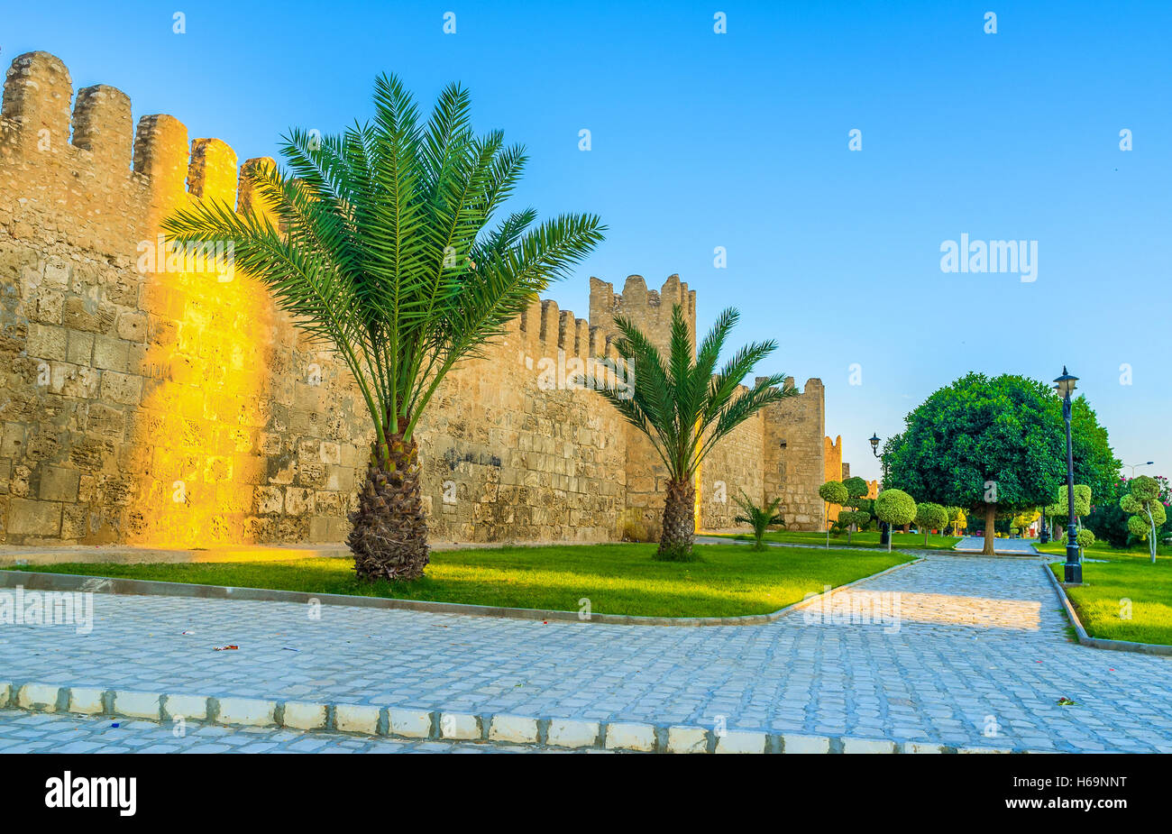 The medieval walls of Sousse Medina look even more beautiful, because of the green garden surrounding them, Tunisia. - Stock Image