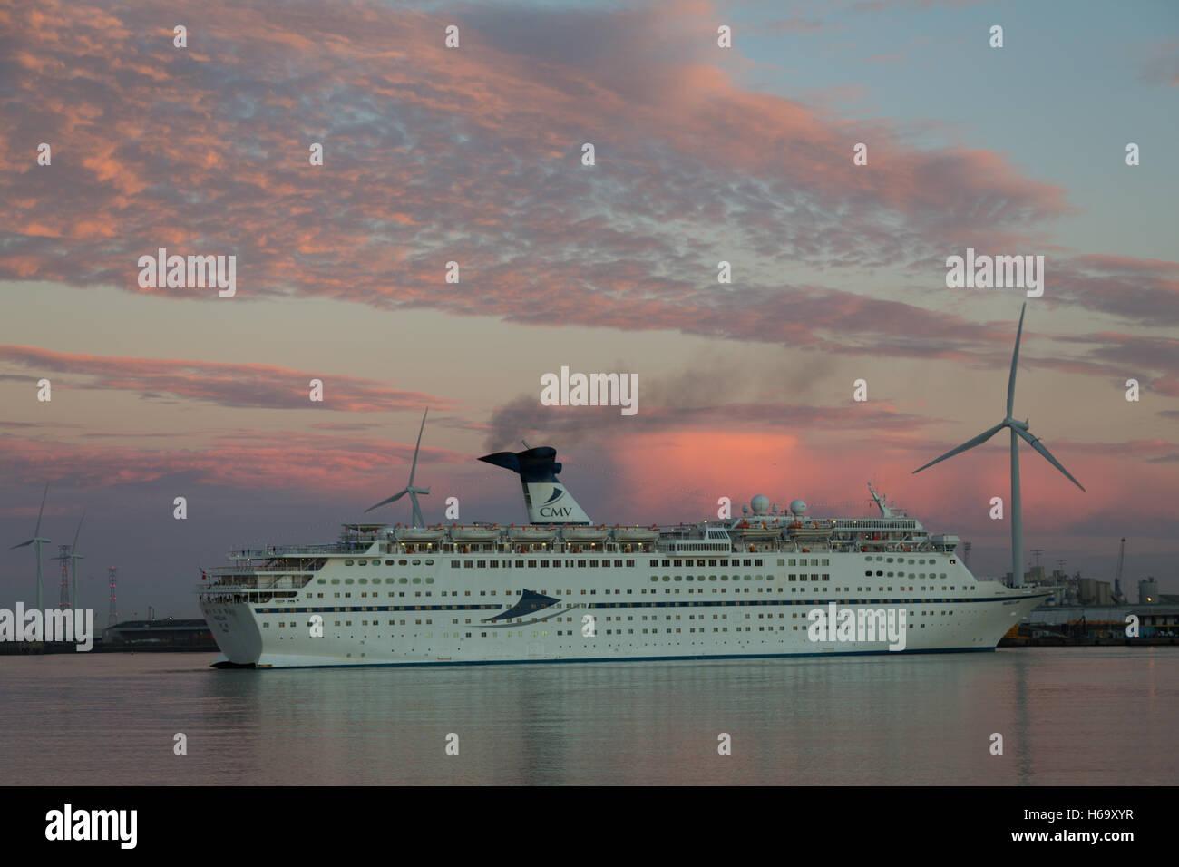 Cruise ship Magellan at sunrise at Tilbury - Stock Image