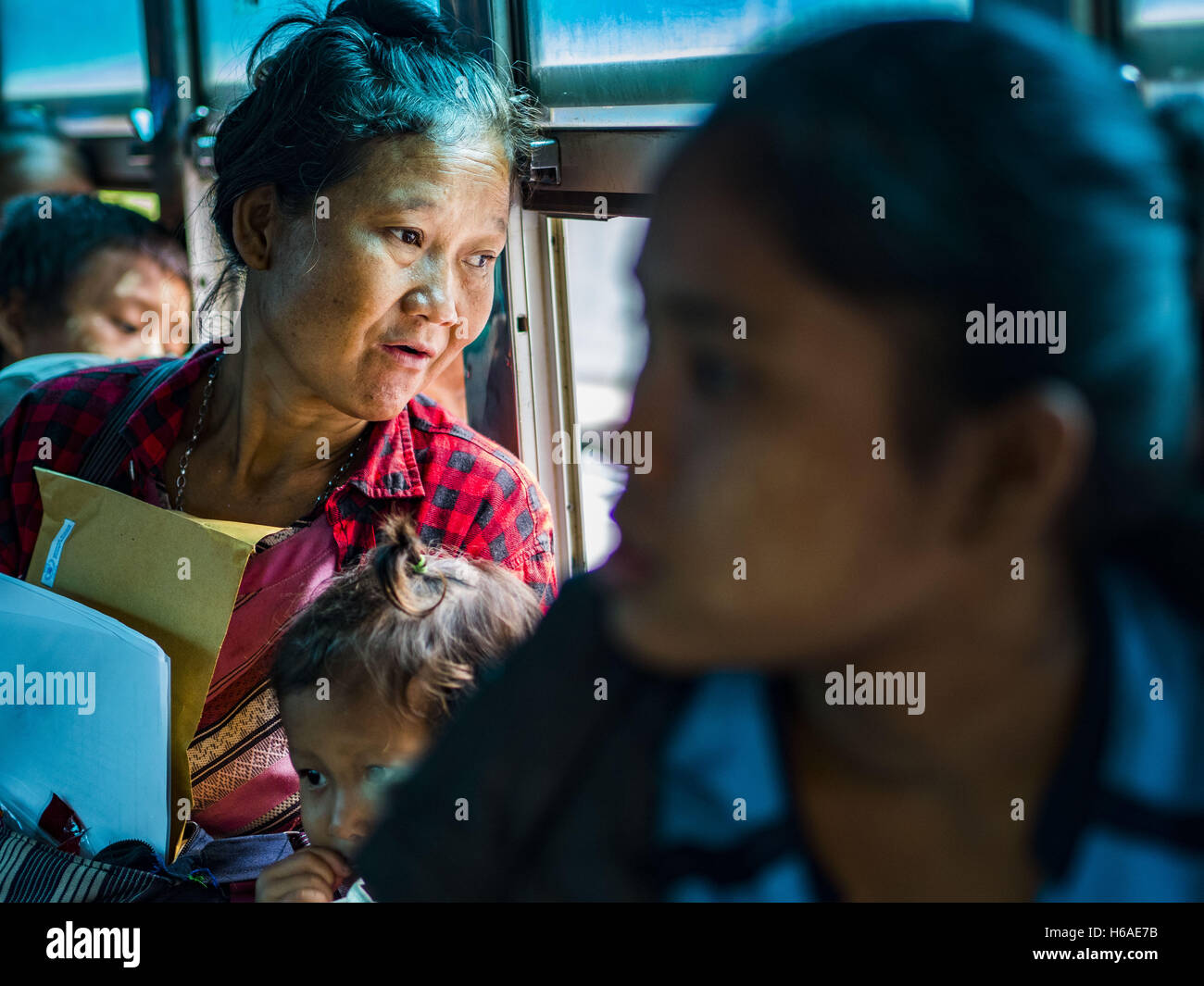 Mae Chan, Tak, Thailand. 26th Oct, 2016. A woman being repatriated from the the Nupo Temporary Shelter refugee camp Stock Photo