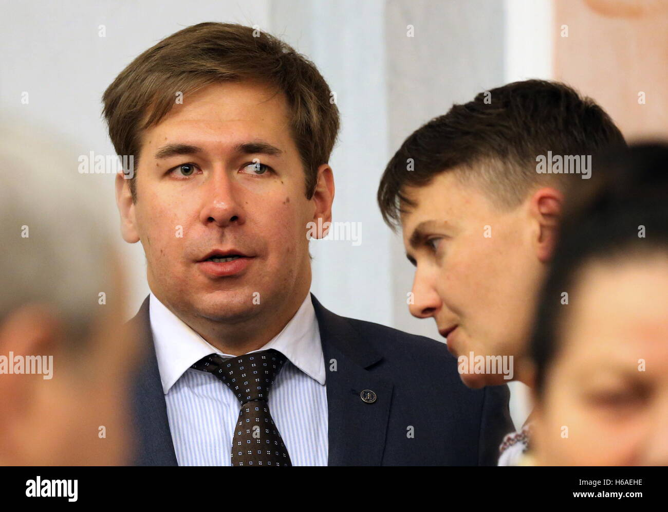 Moscow, Russia. 26th Oct, 2016. Ukraine's Verkhovna Rada member Nadezhda Savchenko (R back) and her lawyer Ilya - Stock Image