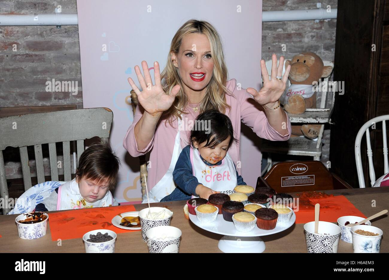 New York, NY, USA. 25th Oct, 2016. Molly Sims at a public appearance for Dreft Unveils Launch Of America's Messiest - Stock Image