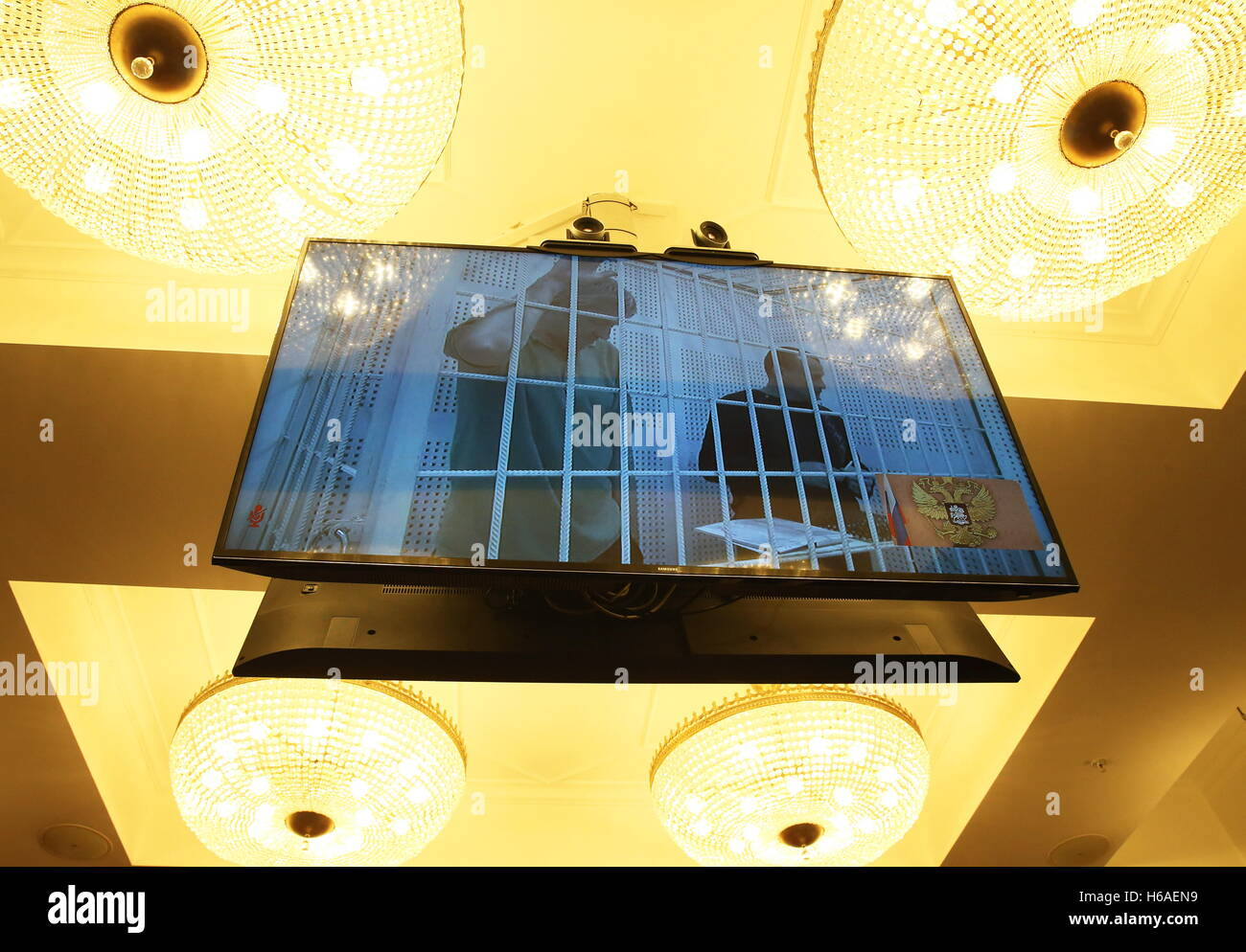 Moscow, Russia. 26th Oct, 2016. Nikolai Karpyuk and Stanislav Klykh (L-R on the screen), Ukraine's UNA-UNSO - Stock Image