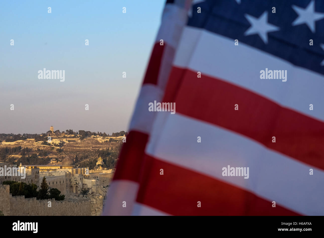 Jerusalem, Israel. 26th October, 2016. The American flag flies over the Old City overlooking the Al Aqsa Mosque - Stock Image