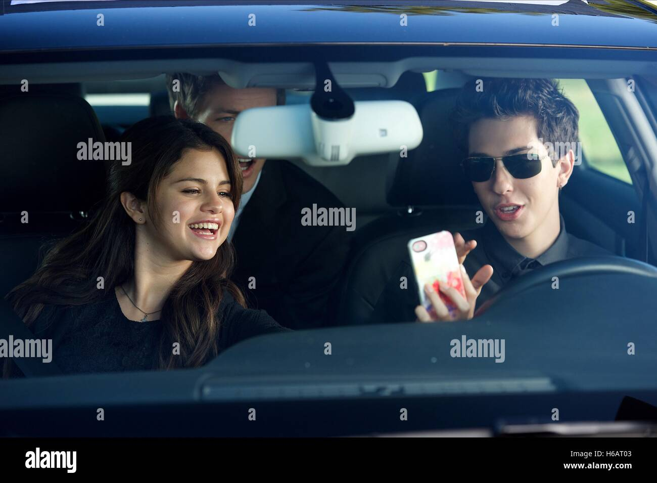 SELENA GOMEZ & NAT WOLFF BEHAVING BADLY (2014) - Stock Image