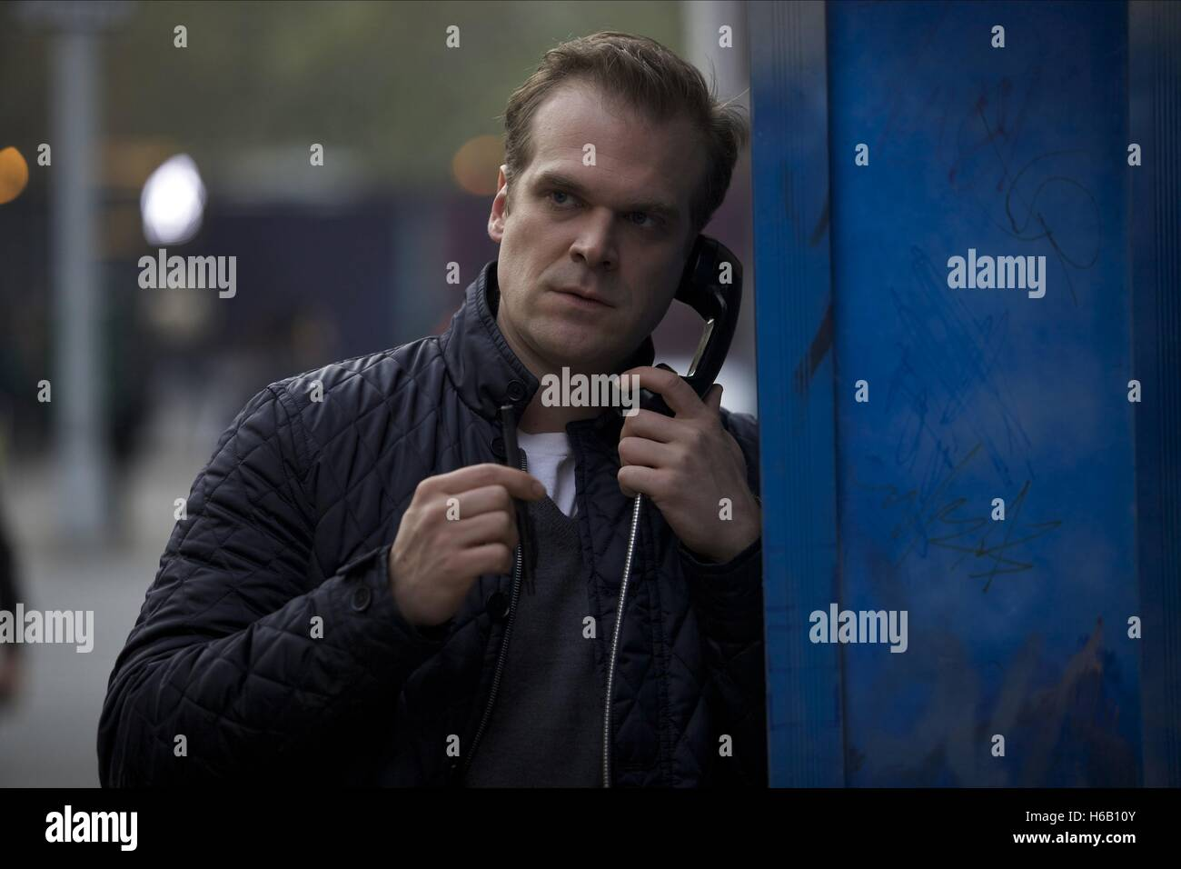 DAVID HARBOUR A WALK AMONG THE TOMBSTONES (2014) - Stock Image