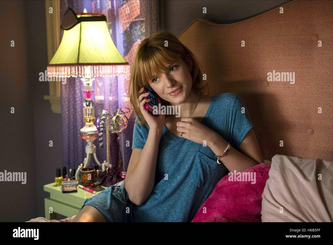 BELLA THORNE ALEXANDER AND THE TERRIBLE HORRIBLE NO GOOD VERY BAD DAY (2014) - Stock Image