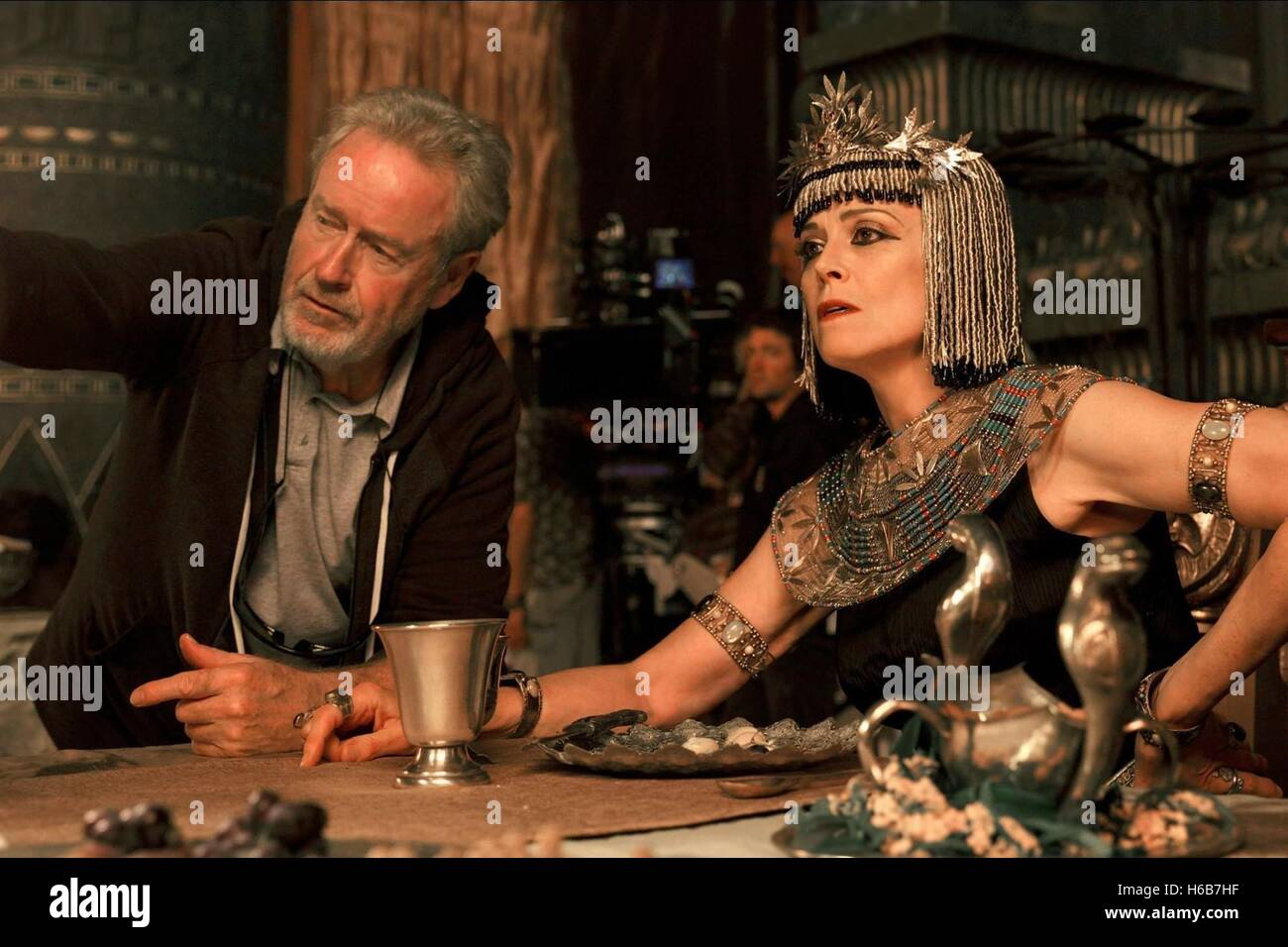 RIDLEY SCOTT & SIGOURNEY WEAVER EXODUS: GODS AND KINGS (2014) - Stock Image