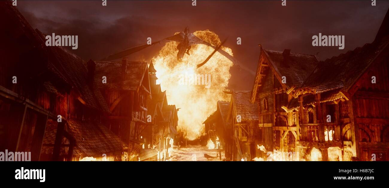 DRAGON SCENE THE HOBBIT: THE BATTLE OF THE FIVE ARMIES (2014) - Stock Image