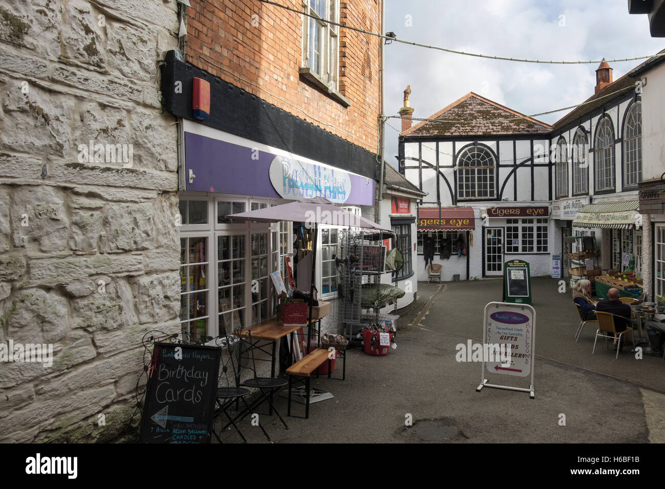 The Black Lion Mews arcade of small shops in town centre. Cardigan (Aberteifi), Ceredigion, Wales, UK, Britain - Stock Image