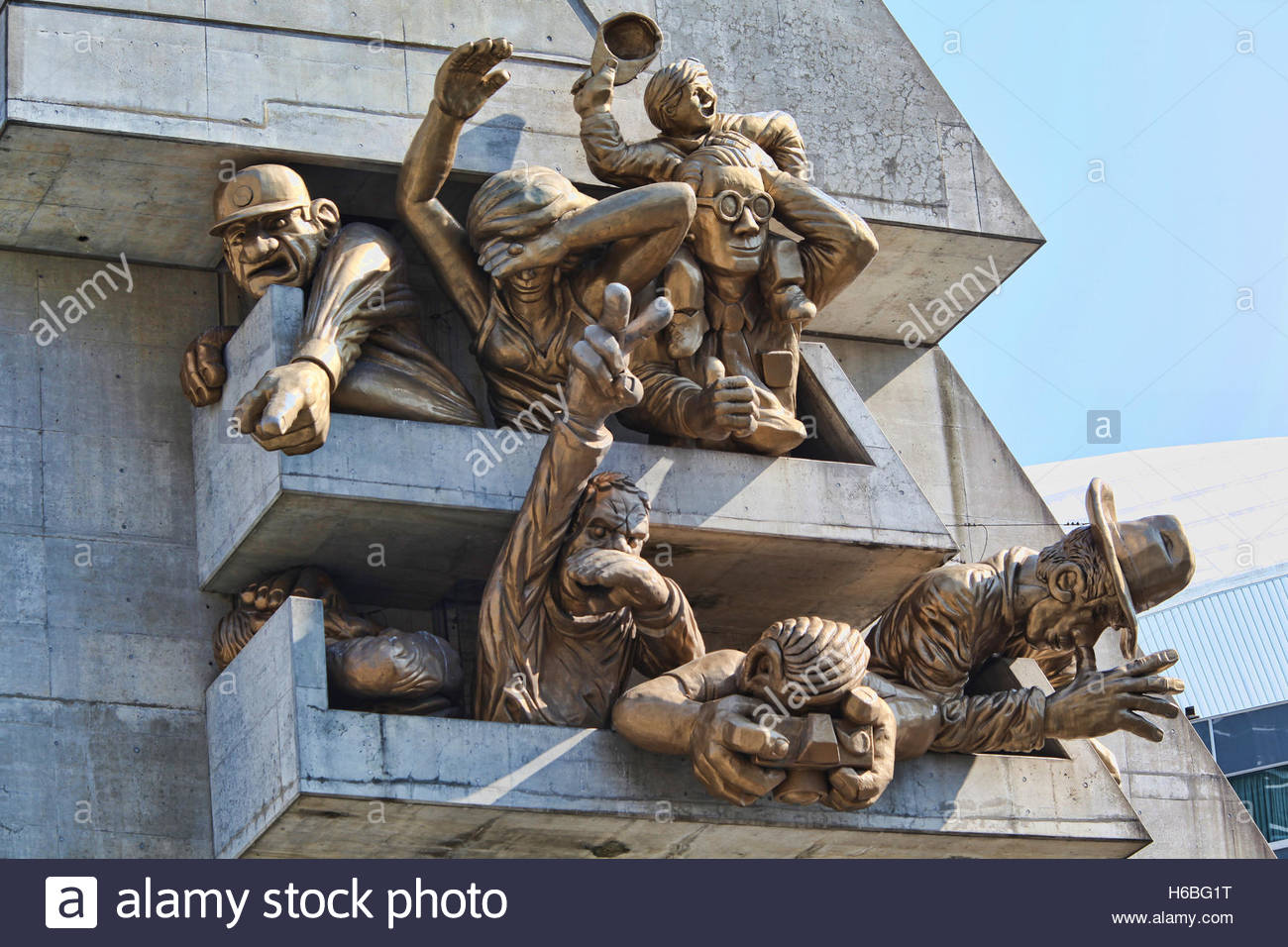 Sculpture of sports fans outside the Rogers Centre stadium in Toronto, Ontario, Canada. - Stock Image