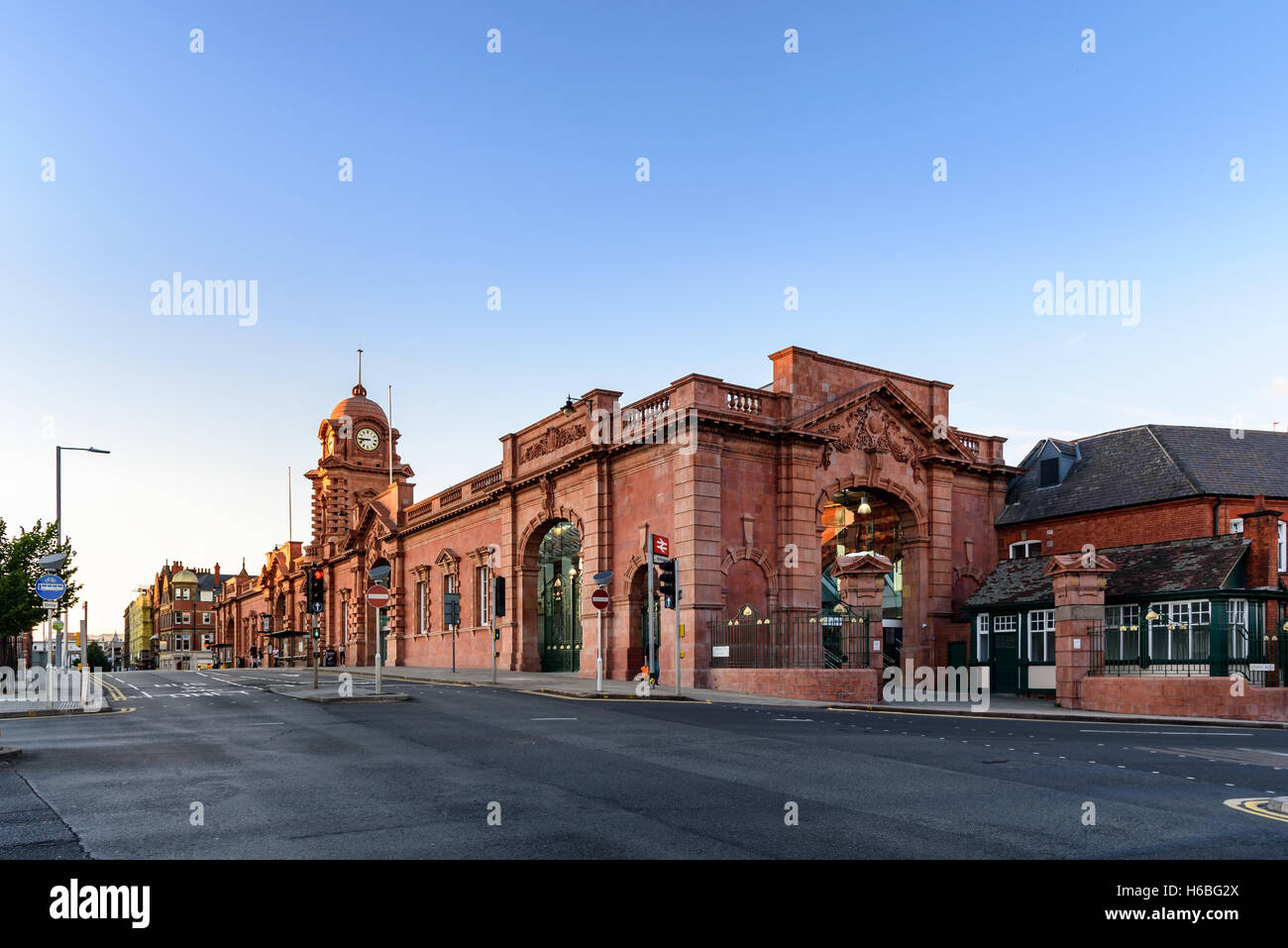 Nottingham station, briefly known as Nottingham City and for rather longer as Nottingham Midland, is a railway station. - Stock Image