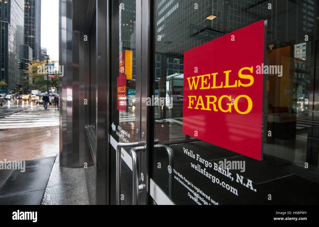 Wells Fargo Logo Stock Photos & Wells Fargo Logo Stock Images - Alamy