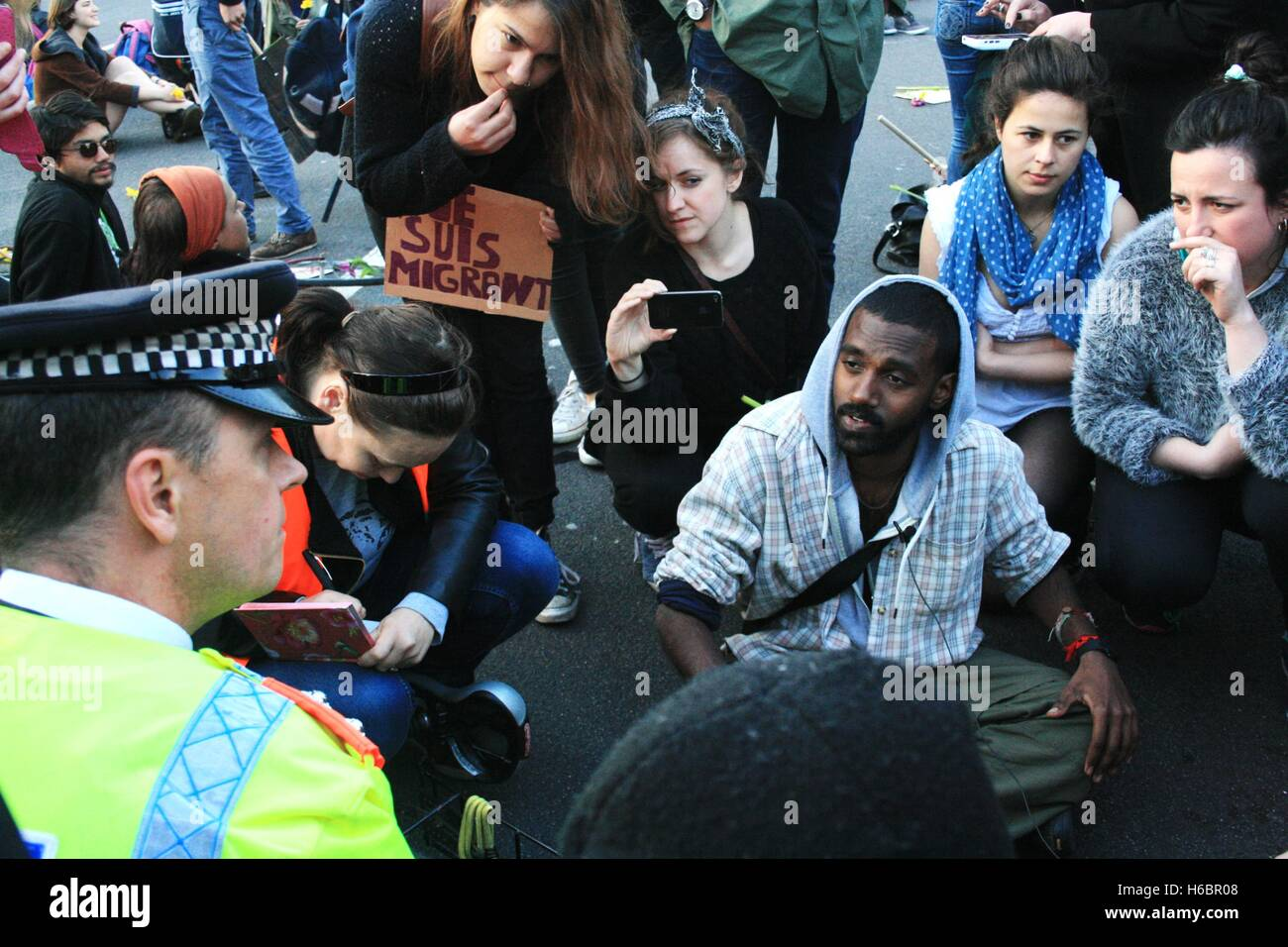 A police officer talks to one of the organisers of London Black Revs during a 'Die In' outside of Parliament - Stock Image