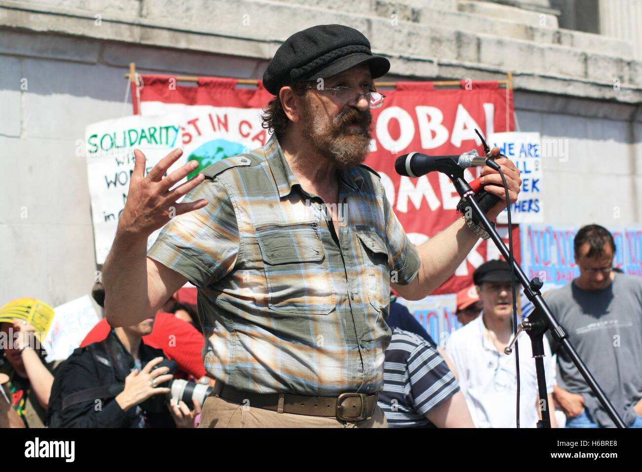 An organiser for the Greek solidarity campaign explains to the crowd that European creditors want impose further - Stock Image