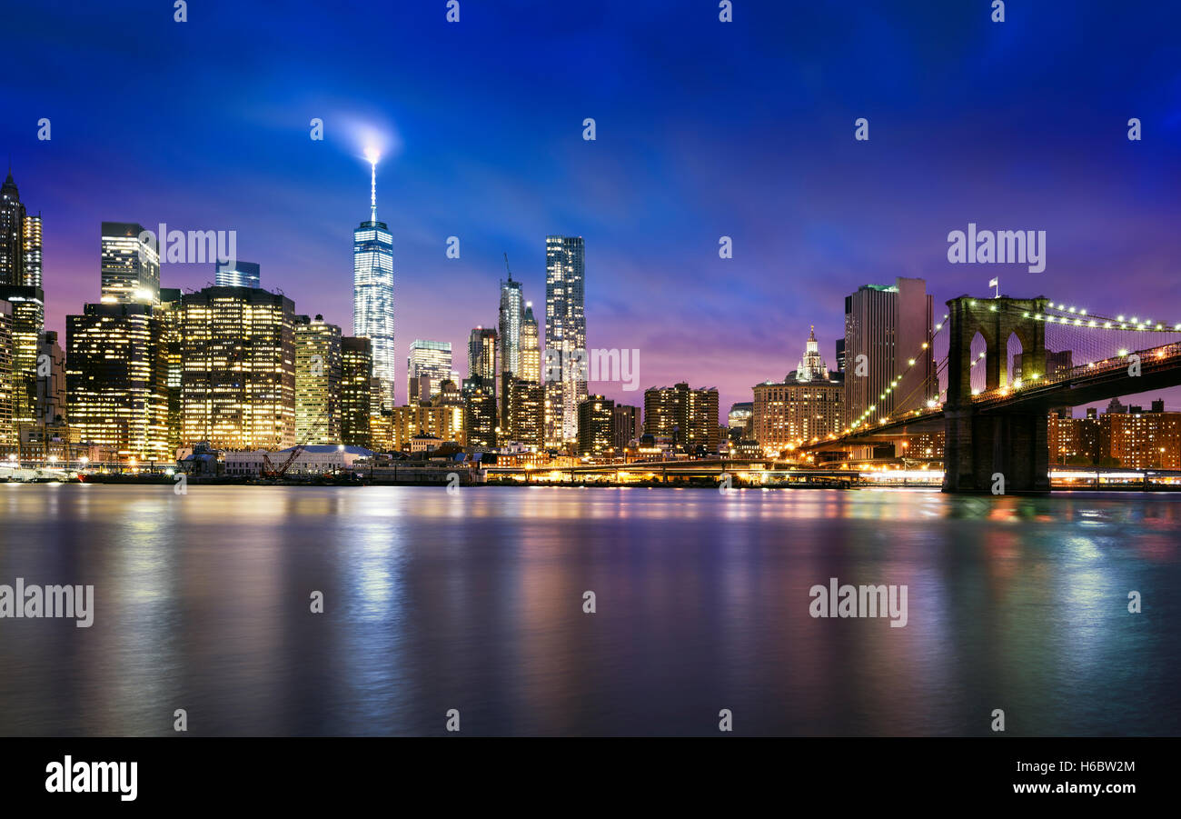 New York City - beautiful sunset over manhattan with manhattan and brooklyn bridge - Stock Image