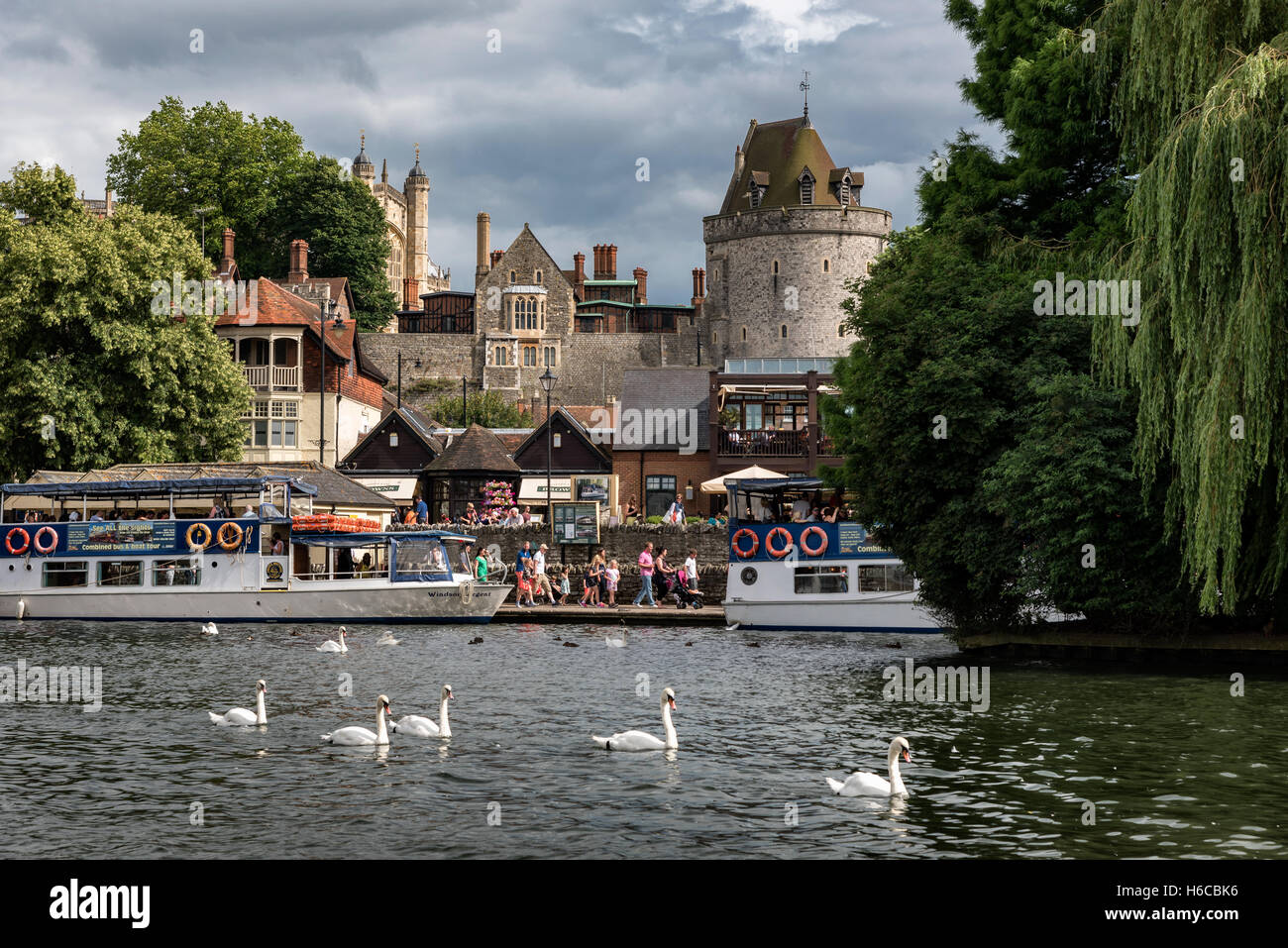 Picturesque of Windsor castle across the river Thames. - Stock Image