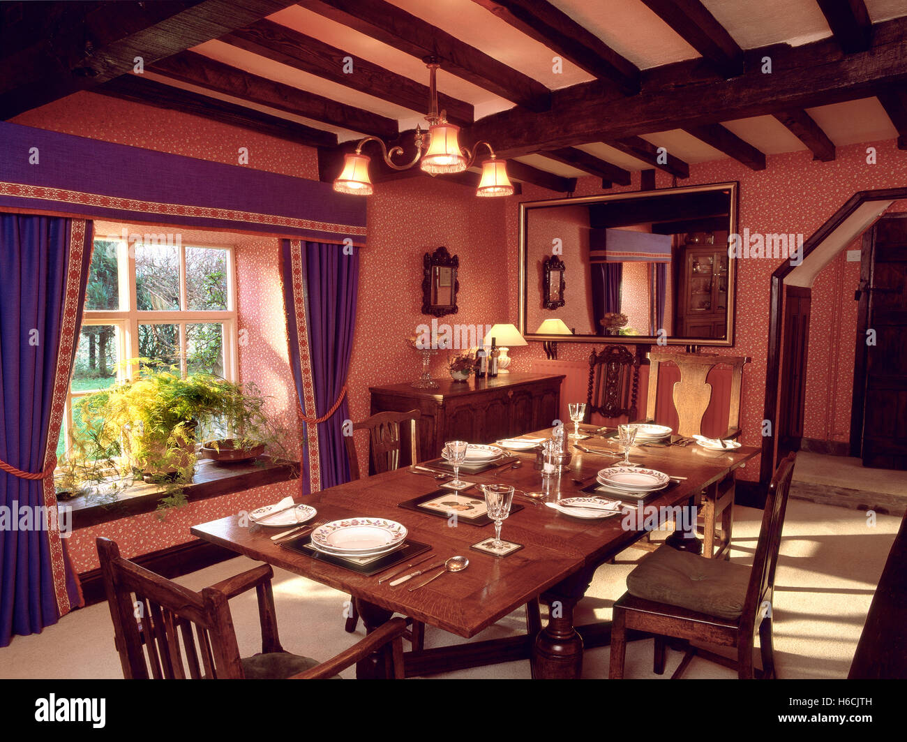 Cottage dining room - Stock Image