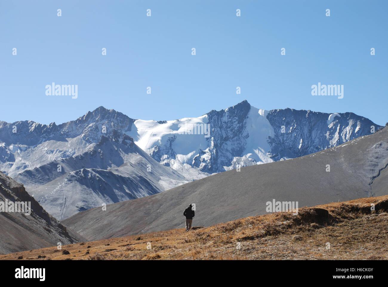 the high himalayan peaks in the remote Damodar Himal  Mustang region of Nepal - Stock Image