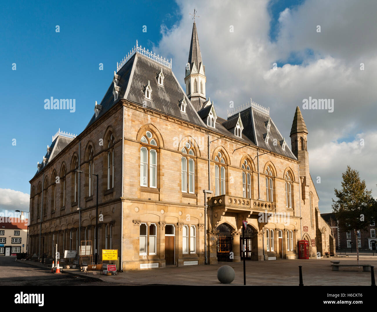Bishop Auckland, County Durham, UK. The Victorian Gothic town hall in the market place, containing the library and Stock Photo