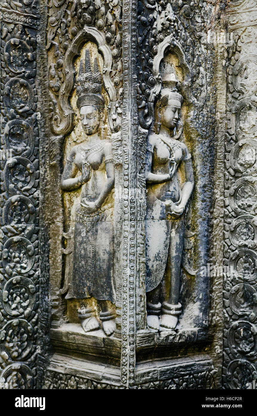 ancient asian stone carved figures in buddhist angkor wat temple cambodia - Stock Image