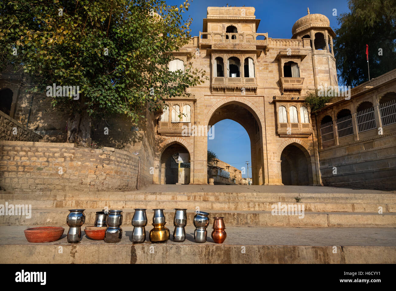 Temple Arch near the Gadi Sagar Lake and ritual iron pots in Jaisalmer, Rajasthan, India Stock Photo